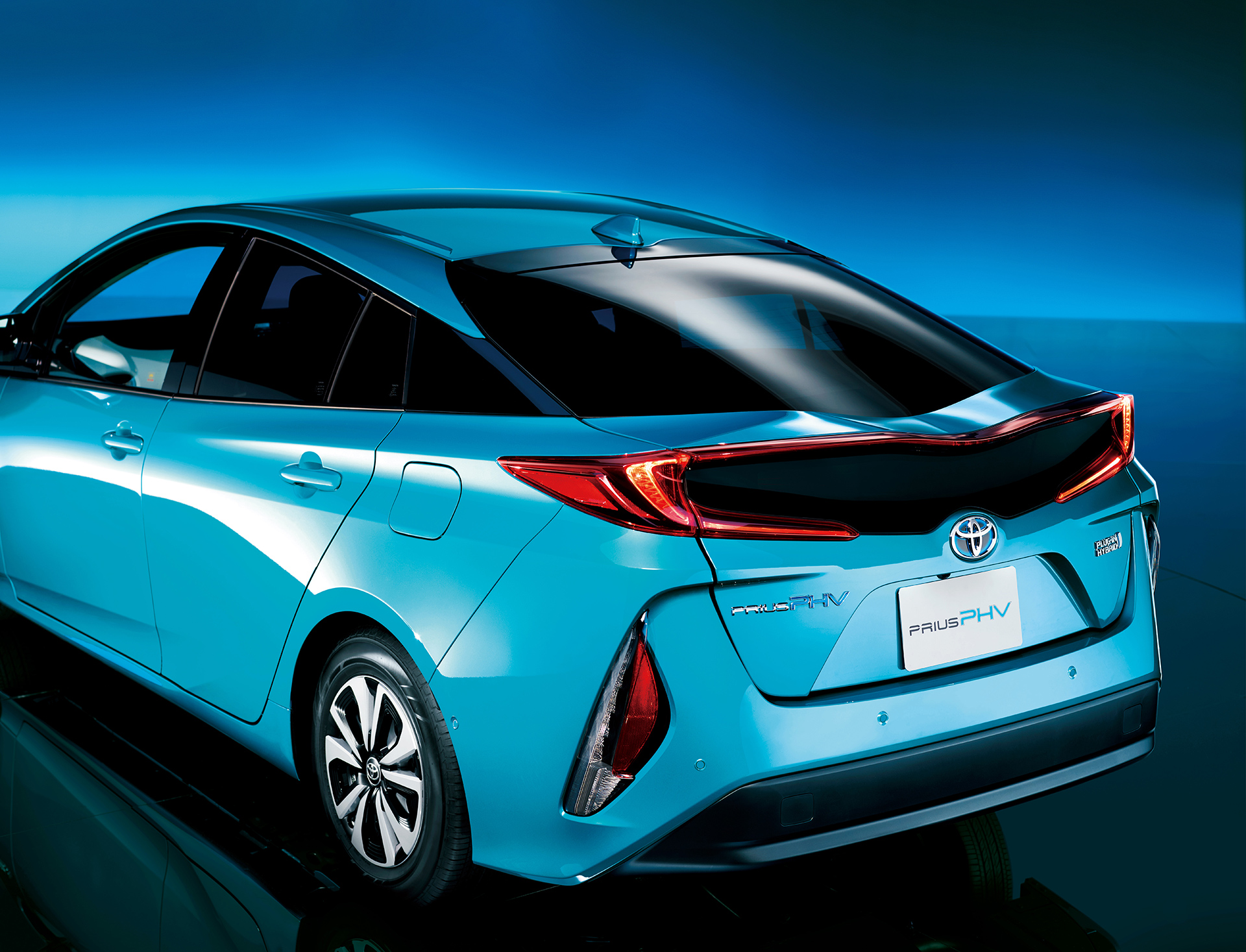 A Smarter And Greener Toyota Prius Phv Arrives In Japan